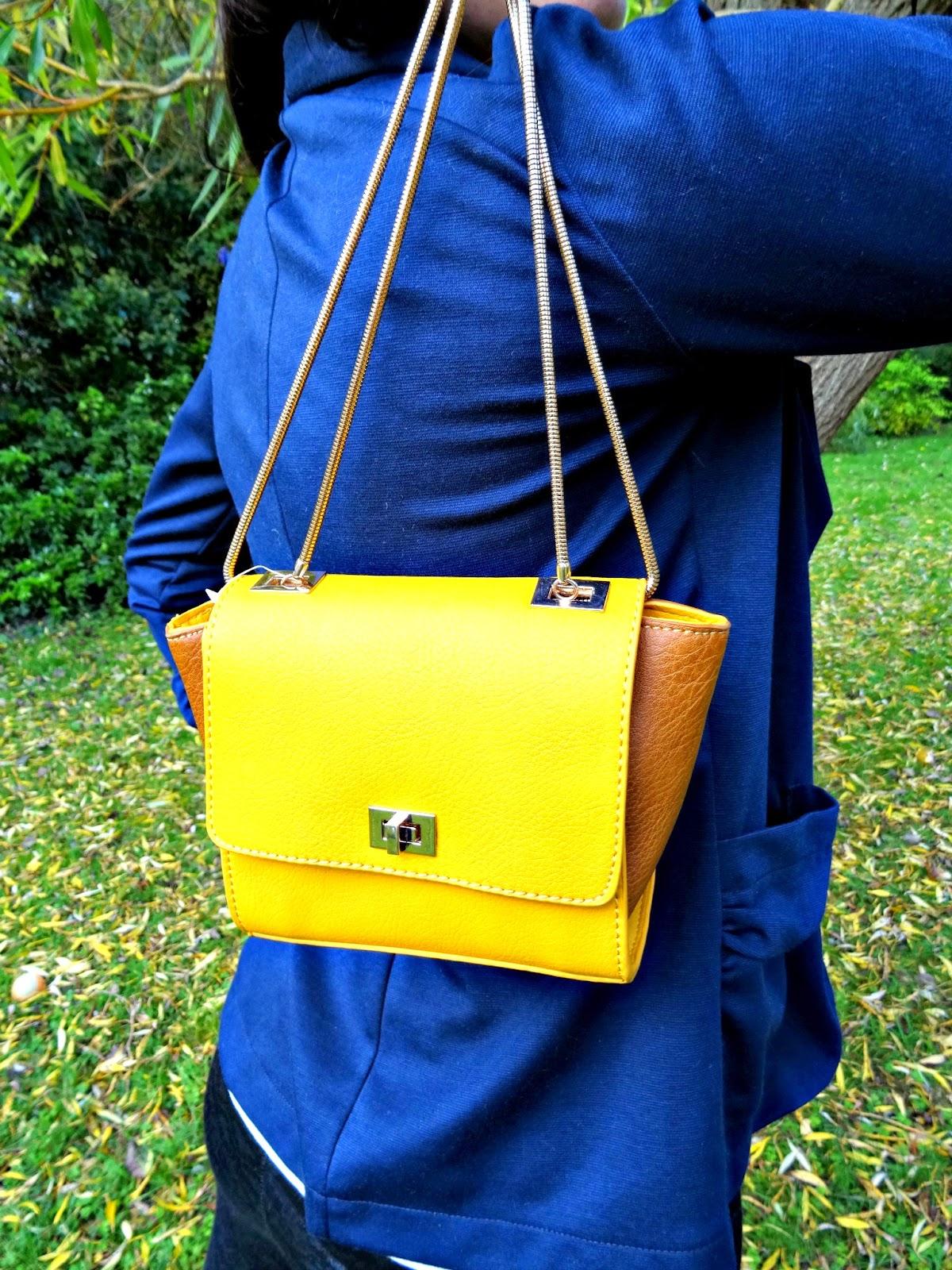 Autumn fashion ootd with mini handbag and blazer