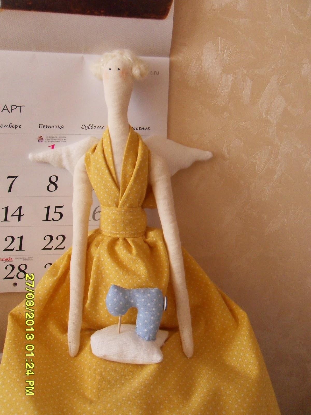 Как сшить платье для куклы на швейных машинках 49