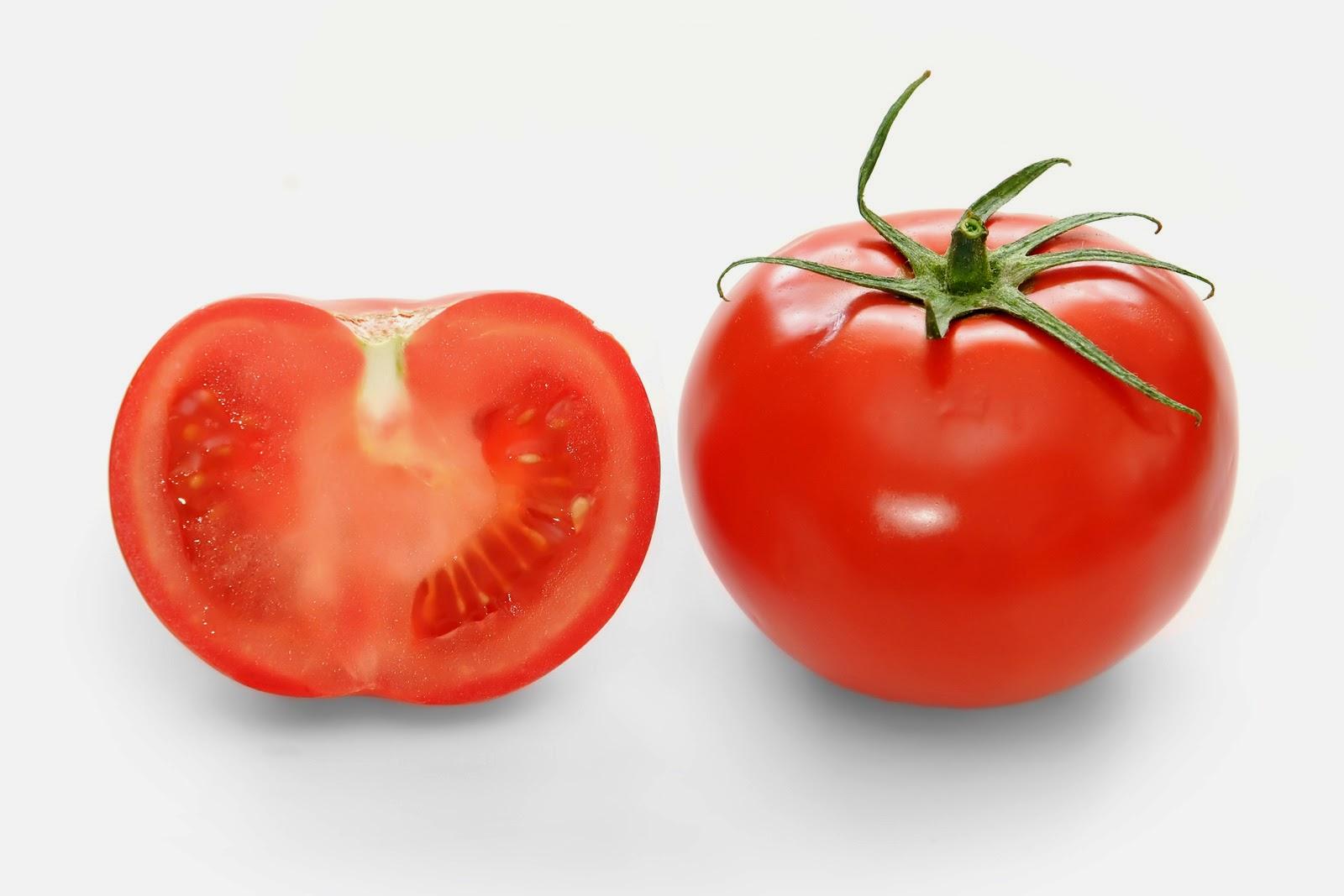 Lycopene, salah satu bahan yang sering ada dalam kebanyakan produk perawatan kulit ternyata terdapat dalam buah tomato! Ia berfungsi menghalang radikal bebas sekaligus melindungi kulit daripada pancaran sinar matahari.