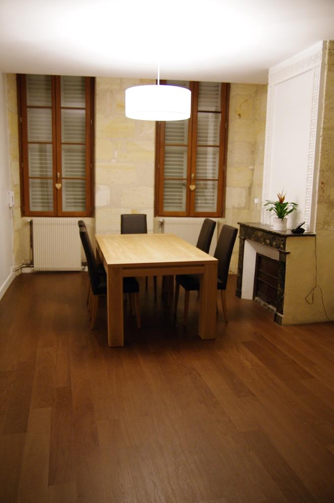 notre maison en cours de r novation la table du salon. Black Bedroom Furniture Sets. Home Design Ideas