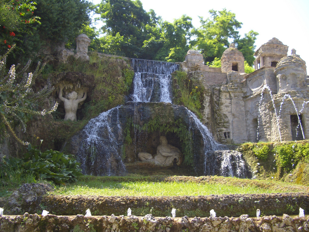 [3] Villa Du0027Este In Tivoli Is A Perfect Example Of Landscaping That  Utilised Theatrical Waterworks In Close Association With Its Grotto.