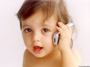 Cute baby picture playing cellphone (cute baby picture)