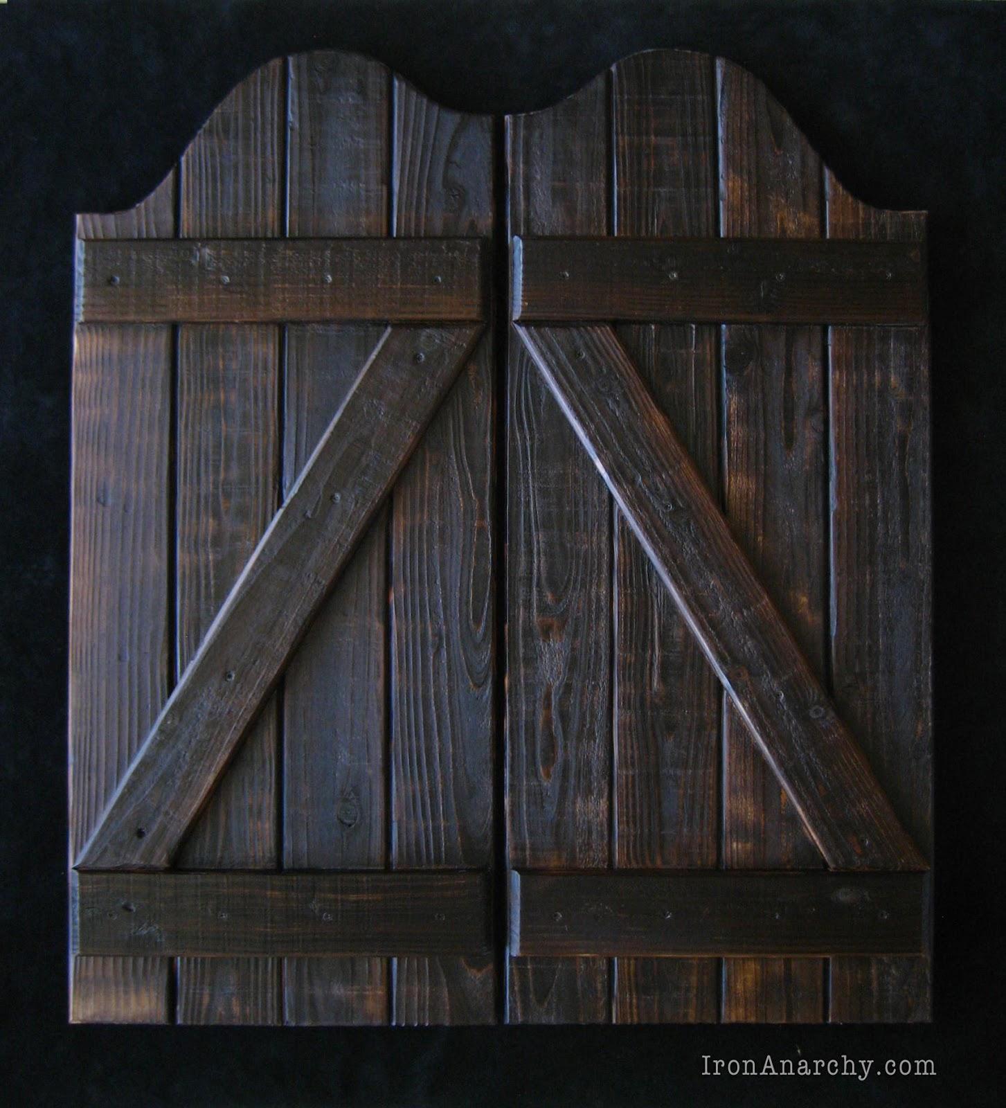 Swing Bar Doors : Handcrafted custom swinging saloon doors