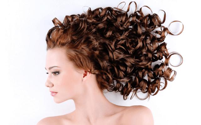 Lantas, bagaimanakah cara yang efektif untuk menata model rambut supaya memberikan kesan pipi terlihat tirus?