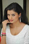 Ishitha Vyas sizzling pics-thumbnail-16