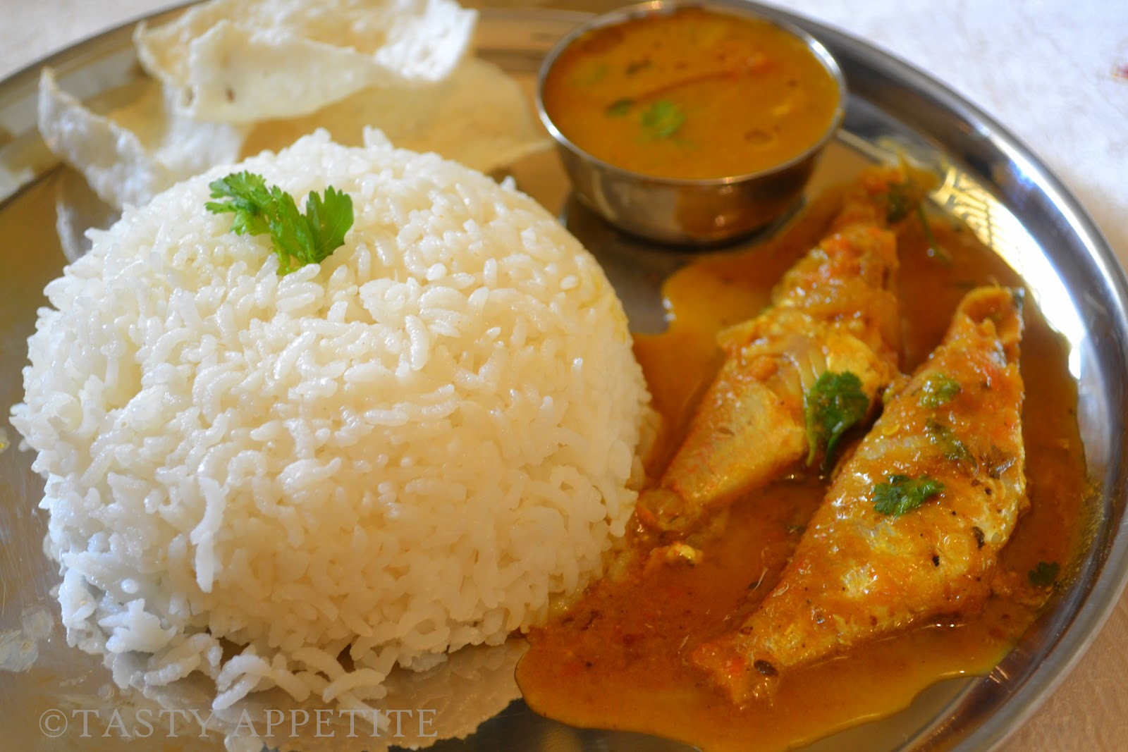 Meen kuzhambu hot spicy fish curry for Rice recipes to go with fish