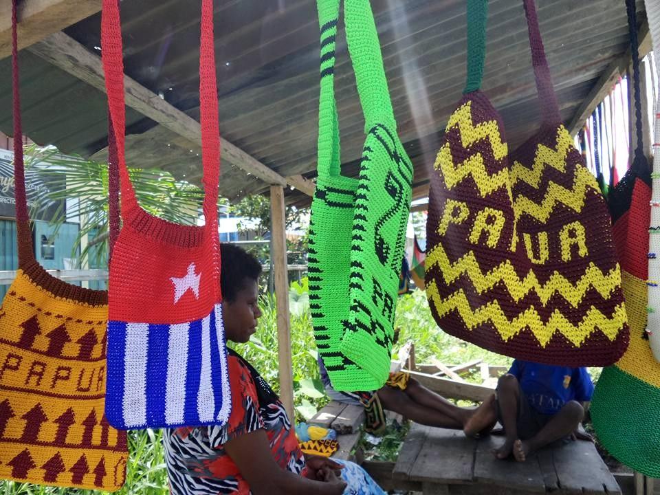 Foto Penjual Noken Mama Mama Papua Di Timika
