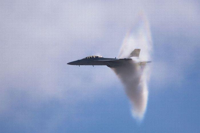Gambar Jet Yang Melepasi Tahap Supersonic