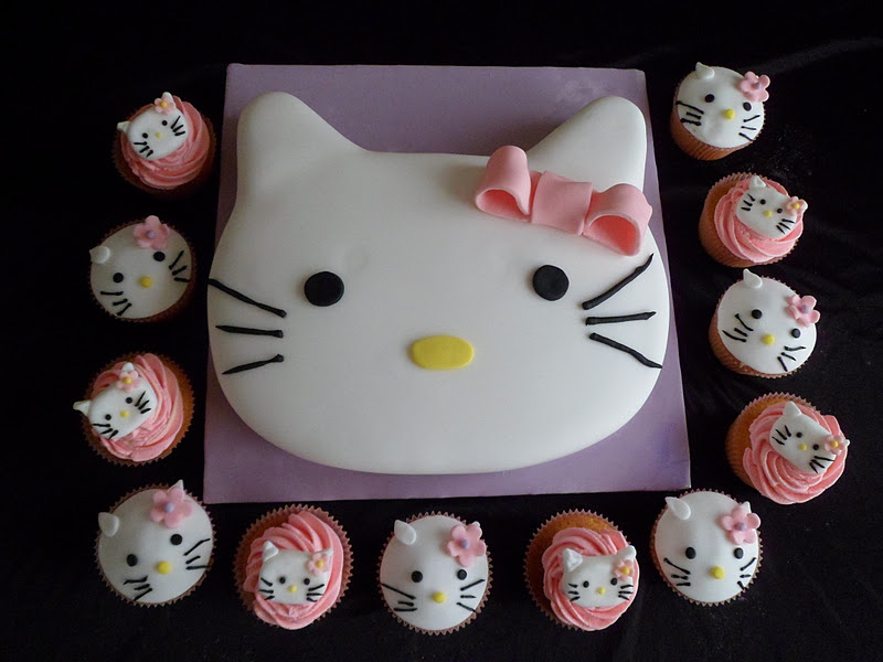 Hannahs Buns Blog Hello Kitty Birthday Cake and cupcakes