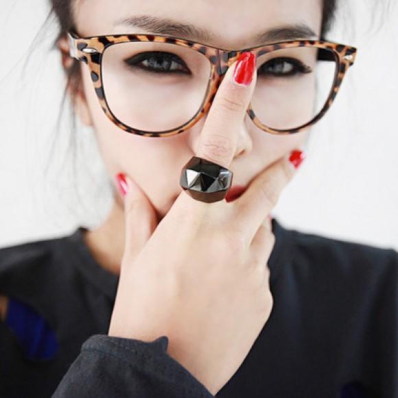 Por favor, que levantem a mão aquelas que deveriam estar usando óculos de  grau, mas que não usam... Ah, devo ter feito muitas mãozinhas levantarem  agora! ae99e0e51e