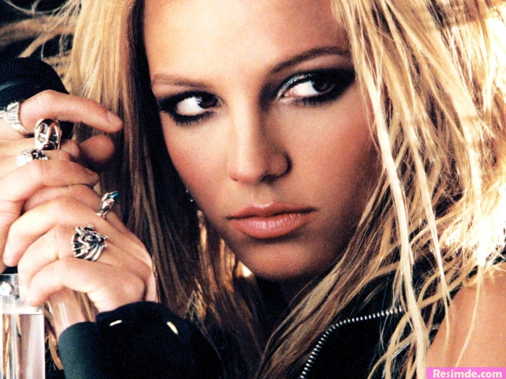 http://4.bp.blogspot.com/-MxXQQs3wzPM/TWa7r98AK7I/AAAAAAAAAfw/mTZ14bEx_7Q/s1600/Britney_Spears_3-10728.jpg