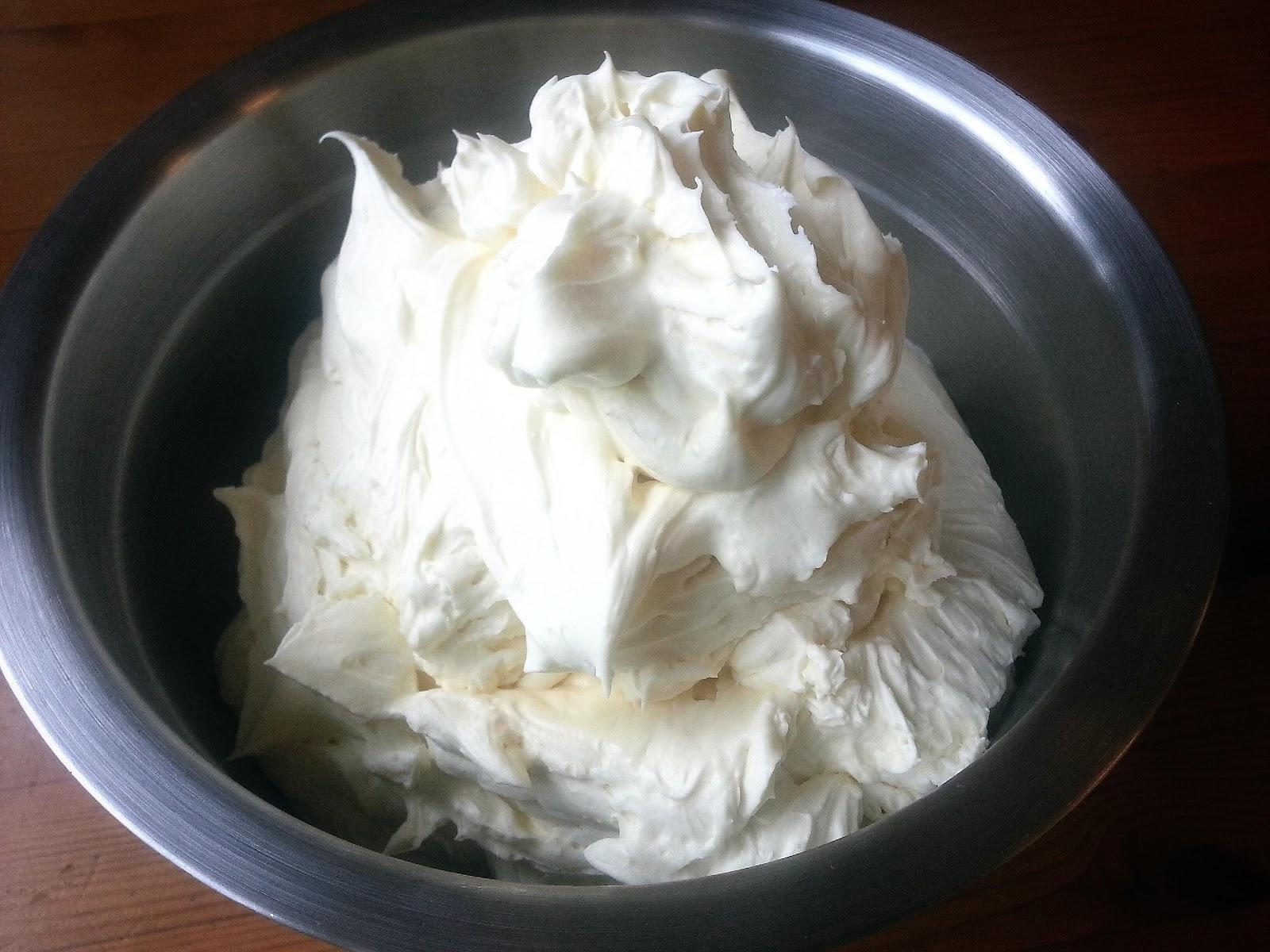 vit chokladmousse tårtfyllning