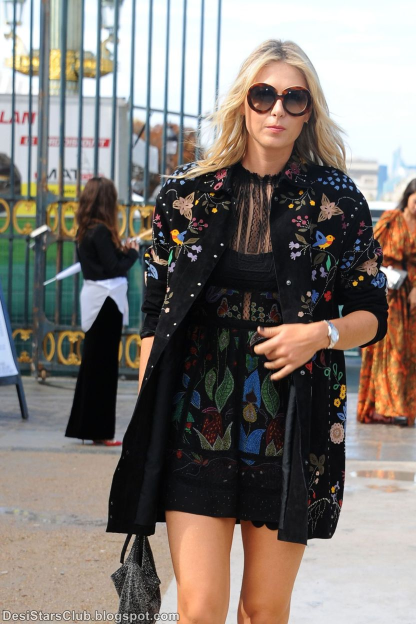 Beautiful Maria Sharapova Pictures at Paris Fashion Week