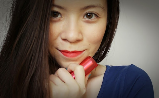 girl and red lipstick