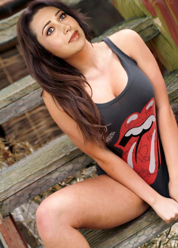 girls-sex-sexy-karishma-kapoor-hot-pussy-photos-petite-brunette