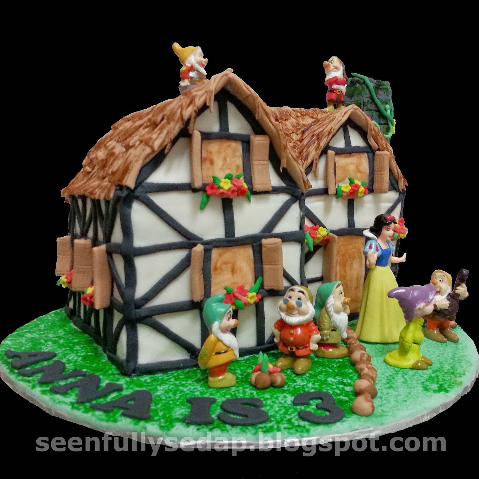 Seenfully Sedap Snow White And The 7 Dwarfs Cake