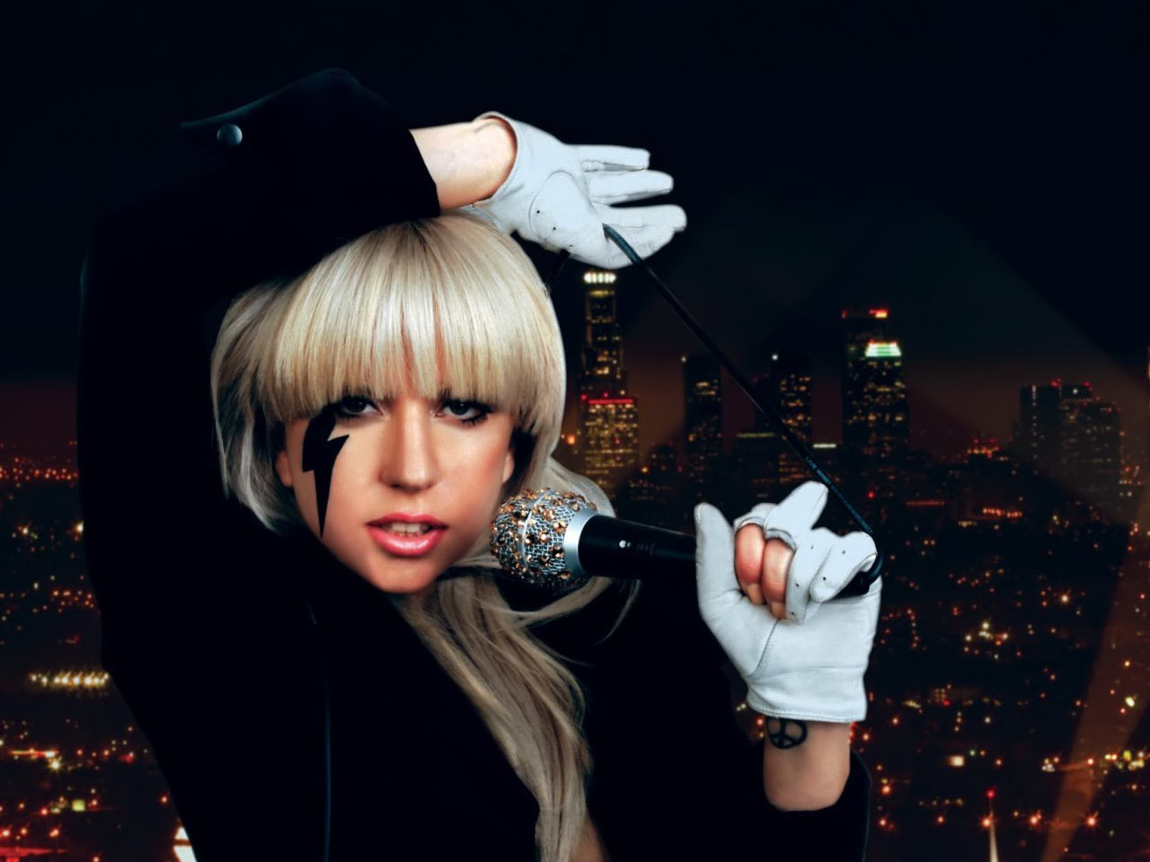 http://4.bp.blogspot.com/-MyOAq3j976w/T7mfb6Til8I/AAAAAAAACOg/xHBIpEbLEeM/s1600/Lady-gaga-wallpaper-1.jpg