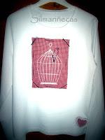 camiseta bordada a máquina con aires vintage-