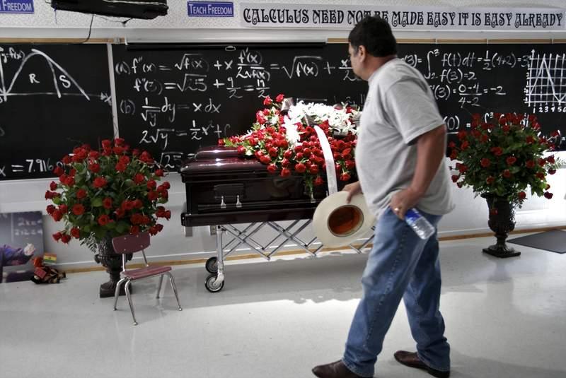 jaime escalante funeral - photo #1