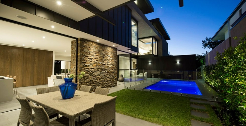 Backyard and facade of Contemporary Higham Road Home in Melbourne at night