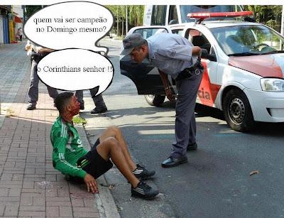 policial corintiano pergunta a um palmeirense quem vai ser o campeão