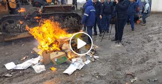 VIDEO: În Tajikistan literatura creștină este arsă de către membrii oficiului vamal...
