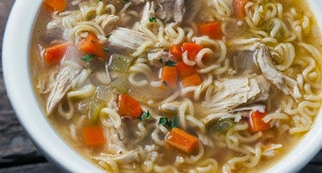 Resep Mudah Membuat Sup Ayam dengan Mi Instan