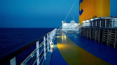 Akdeniz'de süzülen gemi...