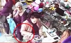 Old woman steal like a master thief