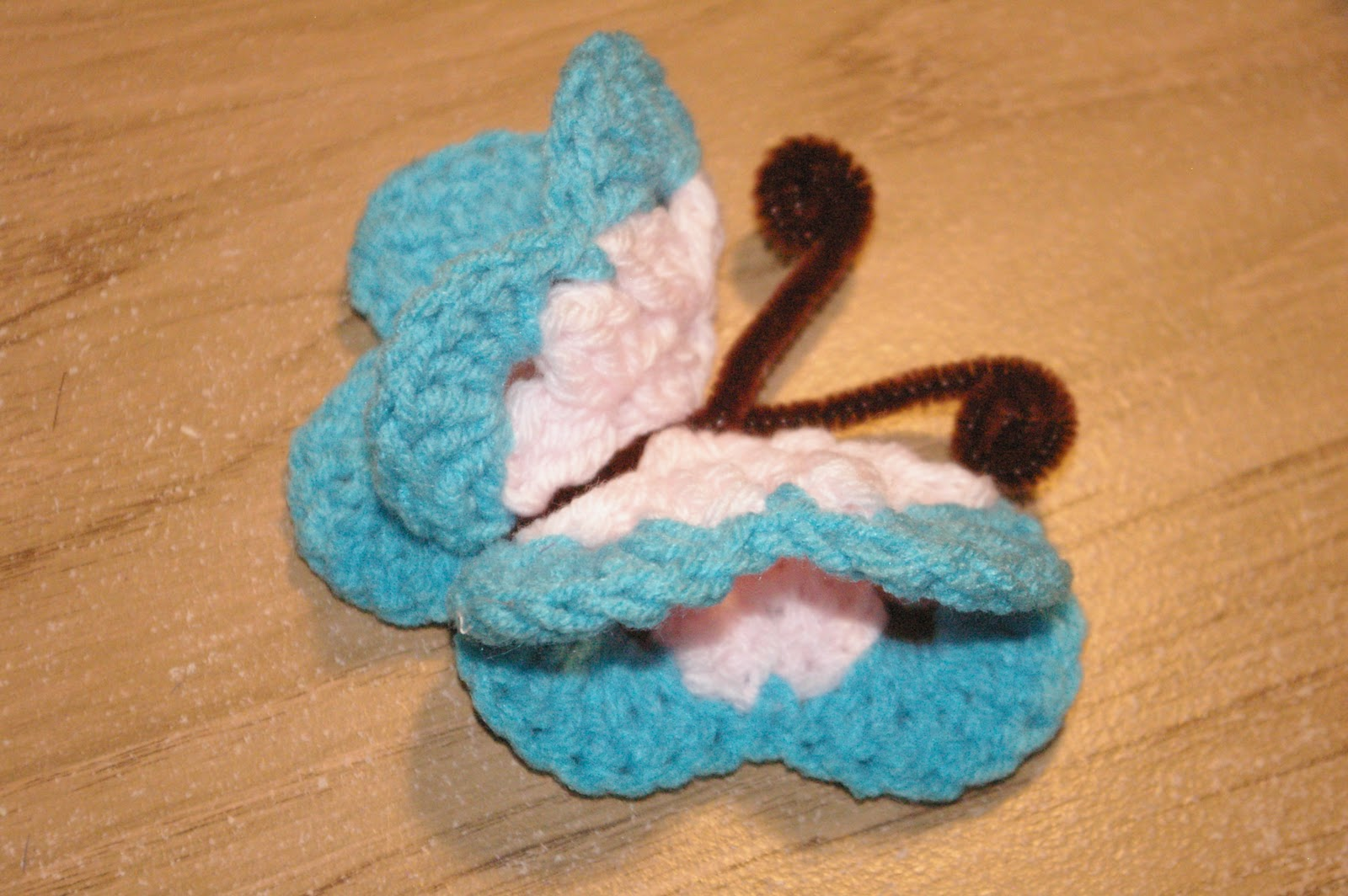 how to make crochet butterfly refrigerator magnets