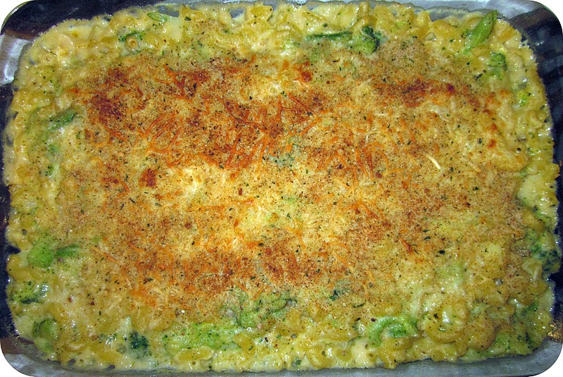 Skinny Baked Broccoli Macaroni and Cheese Recipe | Six Sisters' Stuff