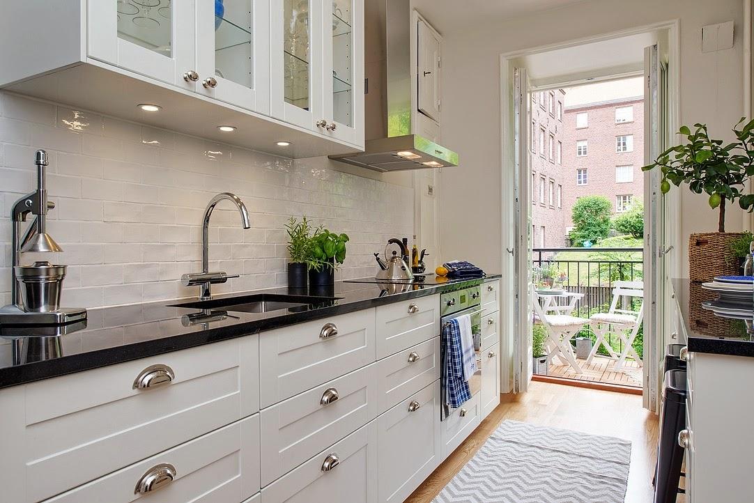 Azulejos blancos cocina cocina cocinas metros cuadrados for Cocinas empapeladas