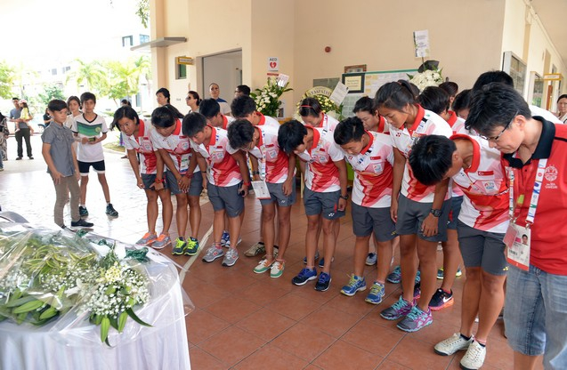 Singapore dragon boat team paying their respects