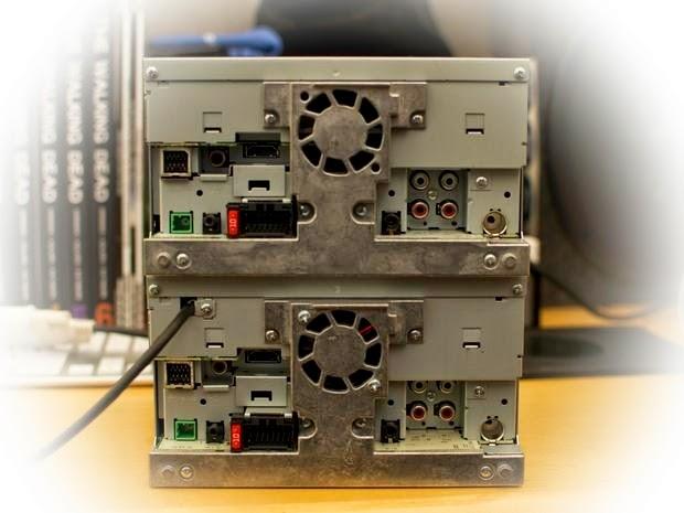 Hanya ada dua perbedaan fisik antara AppRadio 3 SPH-DA210 dan AppRadio 2 SPH-DA100. Di bagian belakang, ada yang baru, fixed USB kuncir dengan output daya 5V / 1A