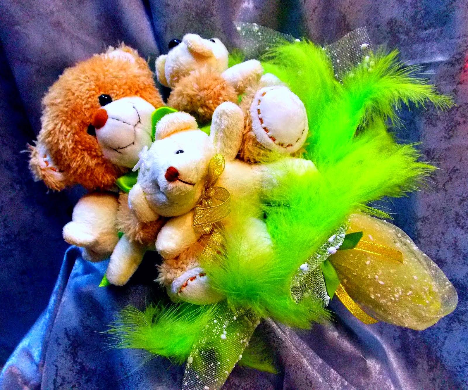 Подарок, избалованной цветами, девушке.