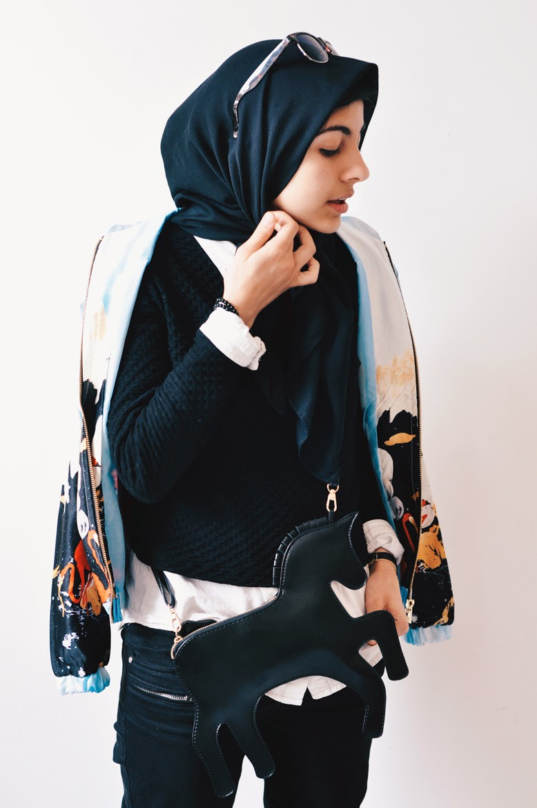 hijab fashion blog, chicago blogger, chicago photographer, chicago fashion blogger, patterned bomber jacket, fashion blogger photoshoot