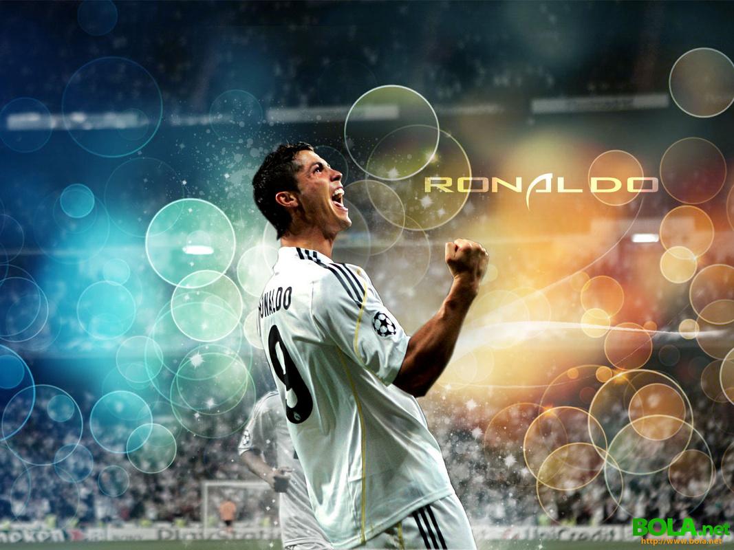 http://4.bp.blogspot.com/-N-u2JmiWZXk/UKMjABG-jnI/AAAAAAAACyg/1QTVwMj5ABs/s1600/Cristiano-Ronaldo-Real-Madrid-Wallpaper-2011.jpg