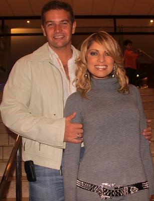 Orlando Fundichely junto a su esposa Karina Rivera