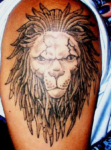 Uu27itu cross tattoos for men on shoulder for Leo shoulder tattoos