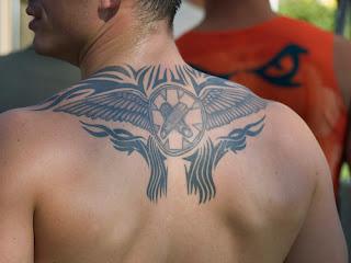 Tatuagem para homens para a parte traseira