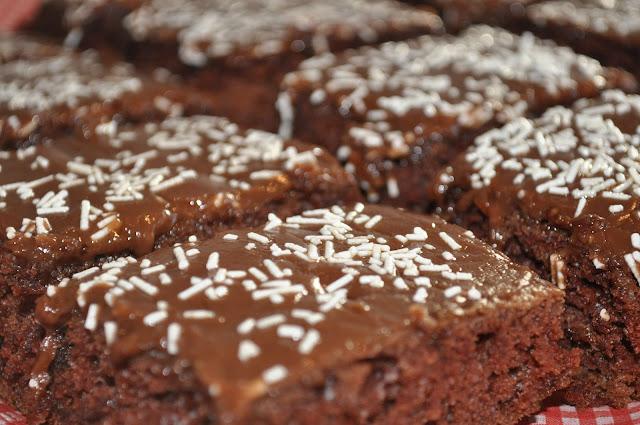 Barnas favorittkake – Sjokoladekake i langpanne
