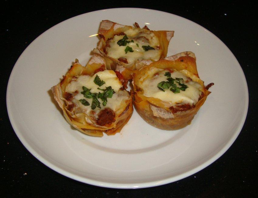 Sarah's Kitchen: Lasagna Cupcakes