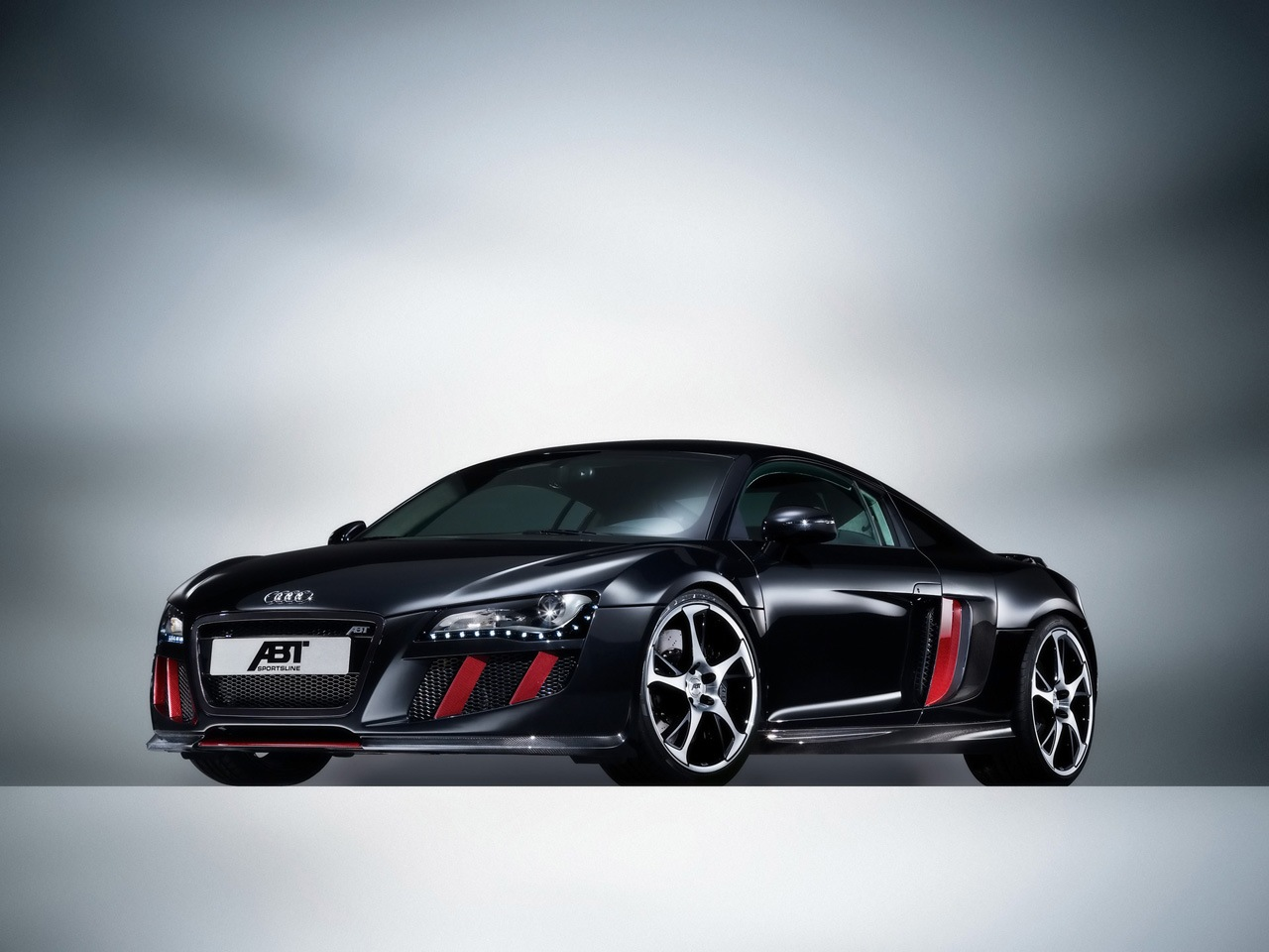 Audi Cars: Audi r8 Black and Red