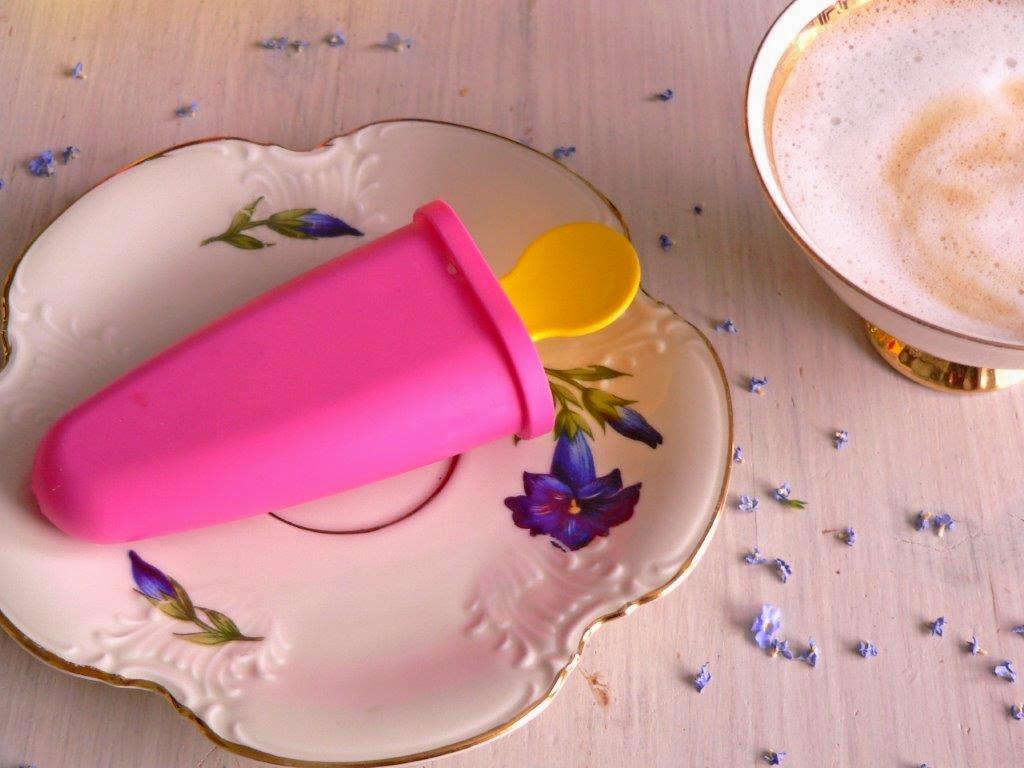 Rhababer Eis am Stiel Eisform Lavendel Weißwein Minze Joghurt Rezept