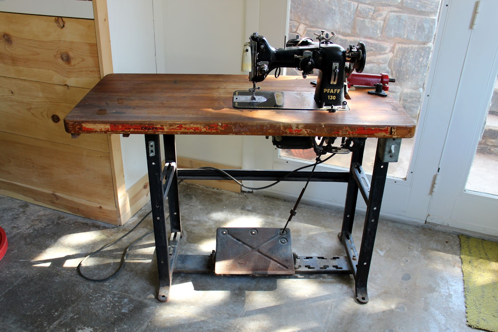 Pfaff 130 in an Industrial Table & A Sewing Life: Pfaff 130 in an Industrial Table