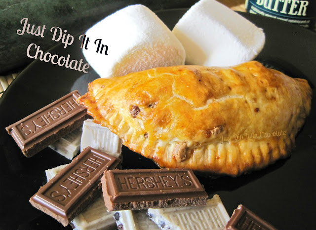 S'mores Empanadas Recipe, enjoy these buttery and flaky pillows of chocolaty goodness all year round. No need of a campfire to enjoy these easy treat!