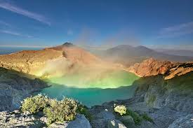 http://www.bromomalangtour.com/2013/05/wisata-gunung-kawah-ijen.html