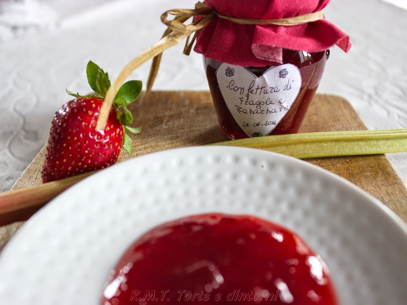 Confettura di fragole e rabarbaro