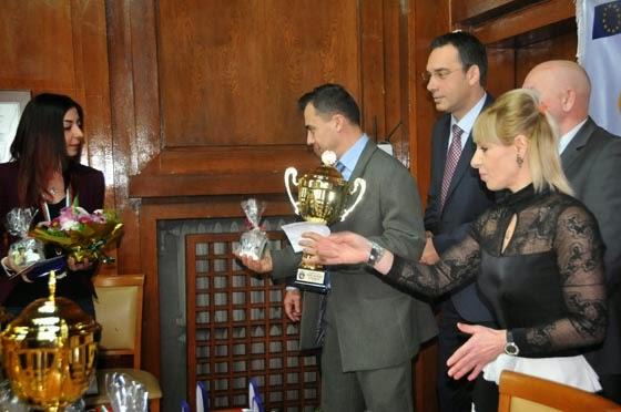 Стефан Колев и Камелия Колева с наградите от община Бургас и Българската Федерация по УШУ