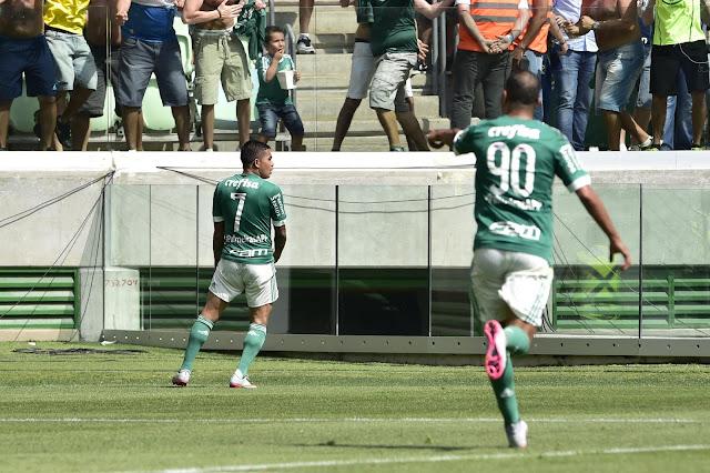 Dudu e Alecsandro acordaram e viraram o jogo para o Palmeiras (Foto: Fernando Dantas/Gazeta Press)